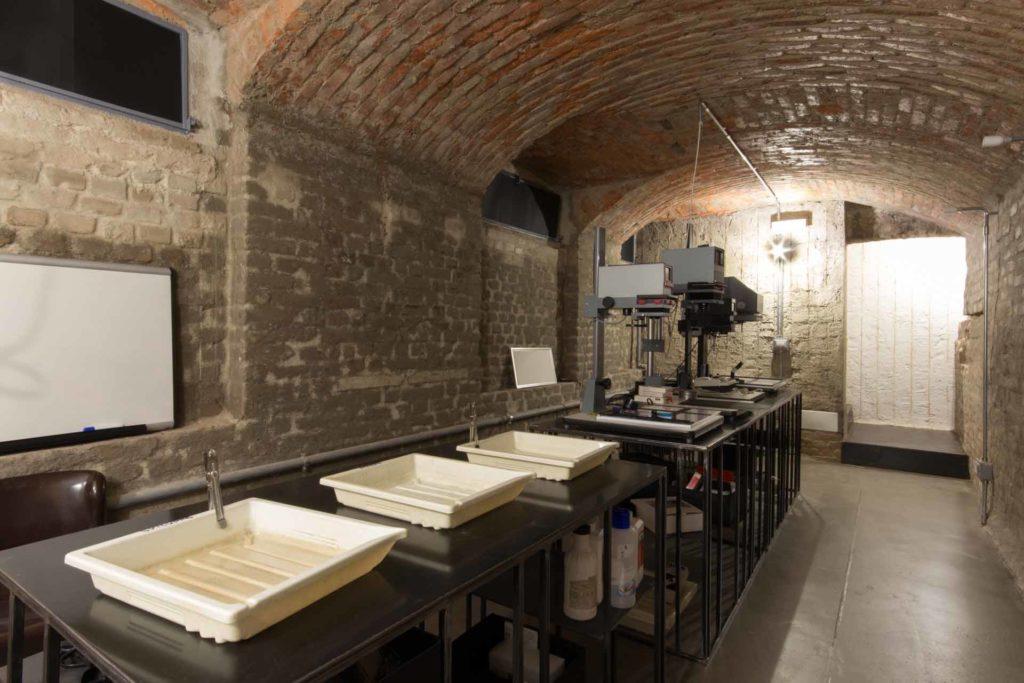 Camere Oscure Milano : Noleggio camera oscura bottega immagine